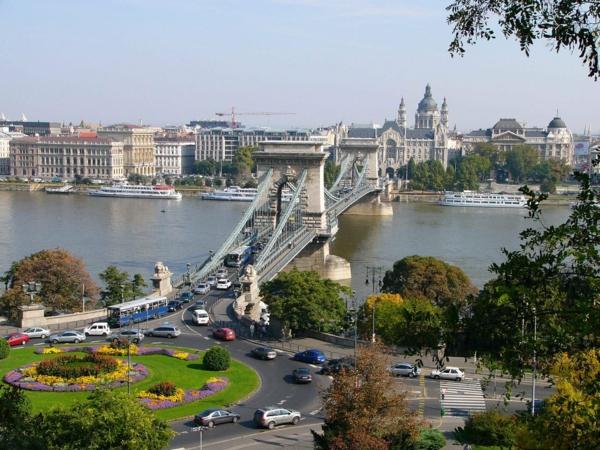sehenswürdigkeiten budapest die kettenbrücke urlaub reisen