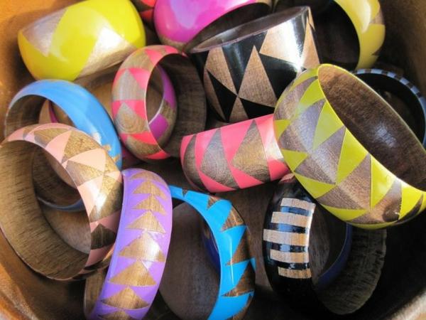 damen armbänder farbig aus holz schmuck frauen accessoires
