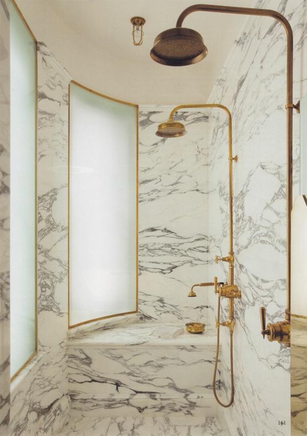 dusche renovieren gold badezimmerarmatur marmor wände