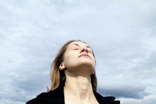 entspannungübungen bei stress einatmen ausatmen