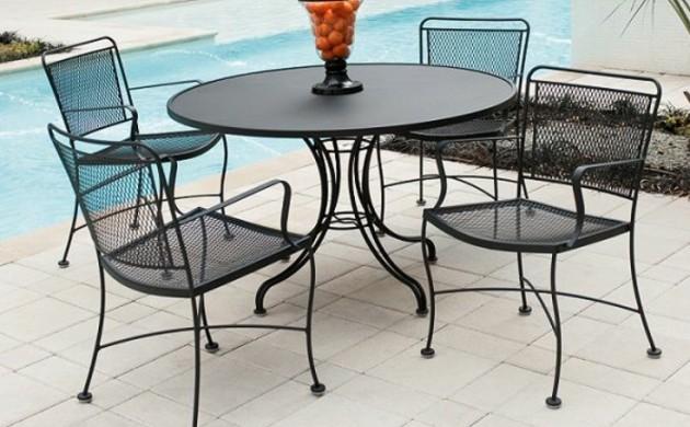 gartenmöbel-set-tisch-und-stühle-aus-schmiedeeisen-am-pool