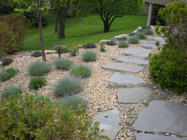schicke gartenwege aus naturstein oder zement für den garten, Gartenarbeit ideen