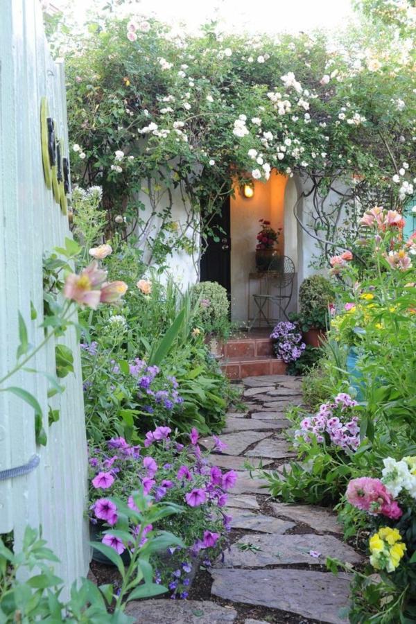 gartenwege schöner gartenweg pflanzen garten gestalten