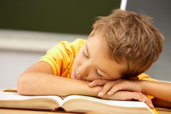 gesund schlafen genug stunden schlafen