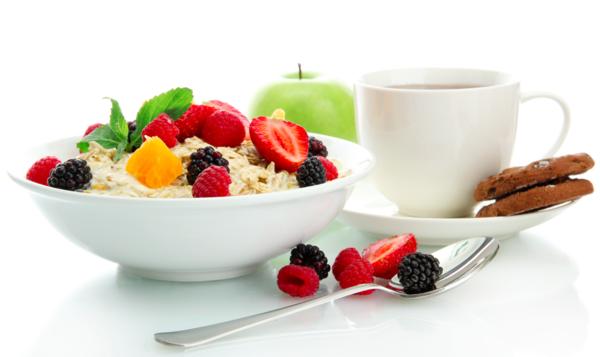 gesunde frühstücksideen früchte haferflocken bio kekse tee