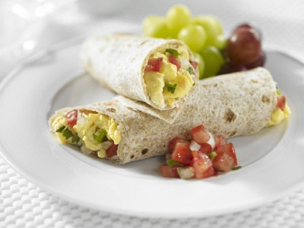 gesunde frühstücksideen vollkornwraps gemüse eier
