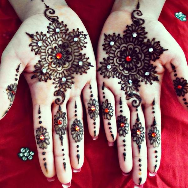 henna muster finger hände schneekristalle glitzersteine
