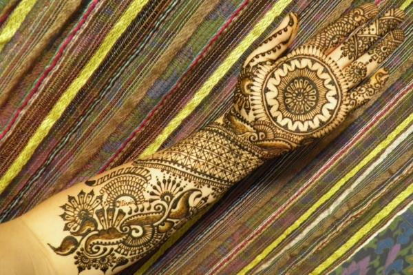 henna muster ganze hand dekoration tattoo