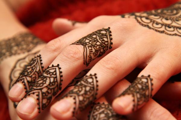 hennamuster hände dekoration rankenmuster indisch