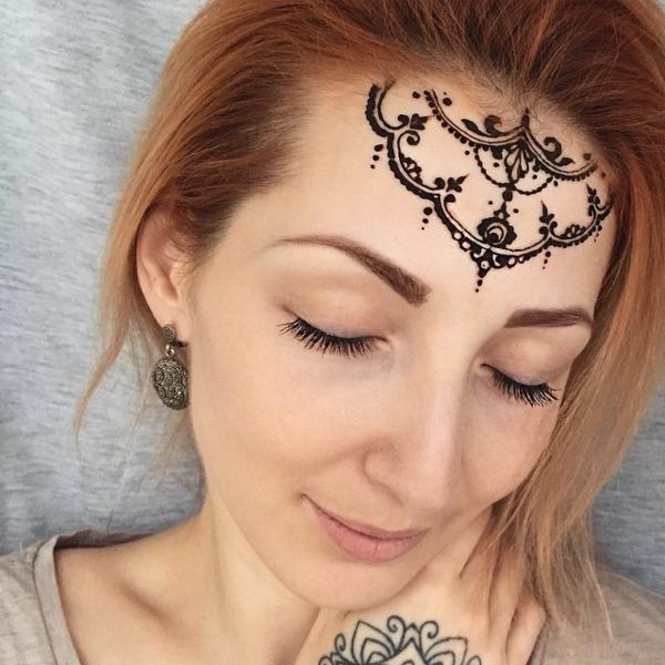 henna muster handdekoration stirn indisch