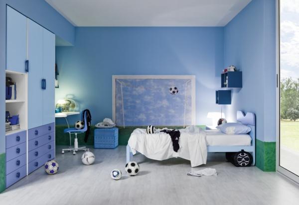 jungenzimmer gestalten blaue wadfarbe fußball