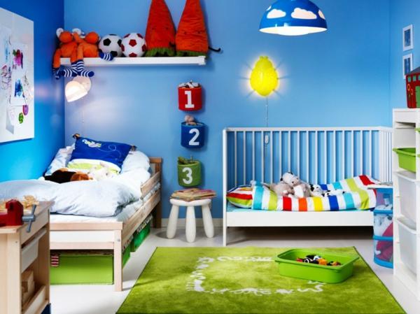 jungenzimmer gestalten grüner teppich blaue wandfarbe