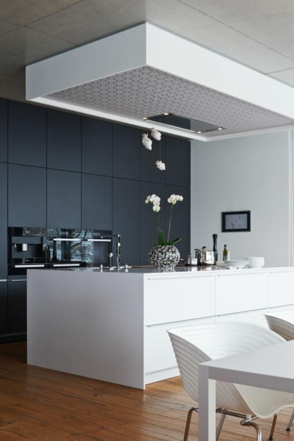 küchenideen weiße kücheninsel graue wandfarbe schöne deko