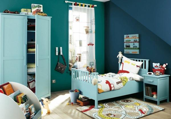 kinderzimmer gestalten jungenzimmer blaunuancen lustiger teppich