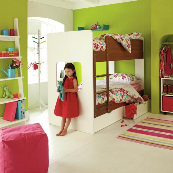 Kinderzimmer Gestalten Kinderhochbett Teppich Streifen Grüne Wände