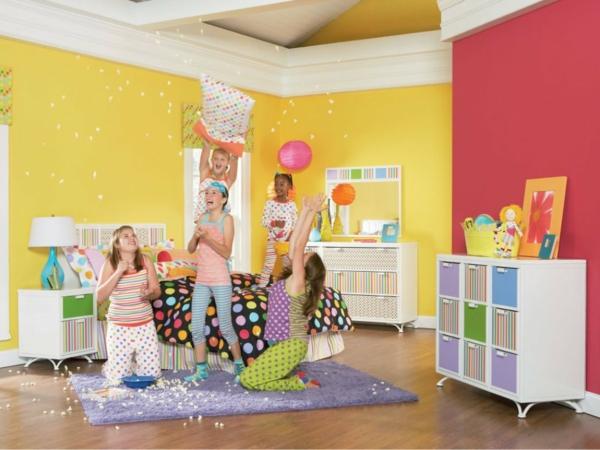 kinderzimmer gestalten mädchenzimmer gelbe wandfarbe lila teppich