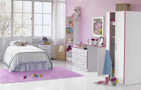 kinderzimmer gestalten mädchenzimmer lila teppich weiße möbel