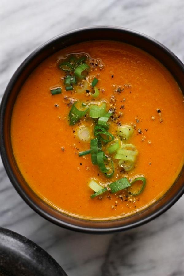leichtes essen im sommer leichte suppe aus karotten