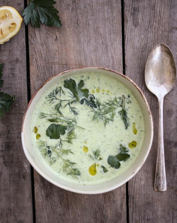 leichtes essen im sommer leichte suppe mit gurke