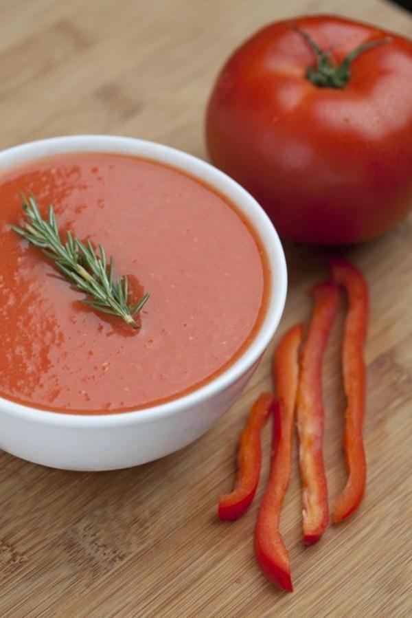 leichtes essen im sommer leichte suppe mit tomaten