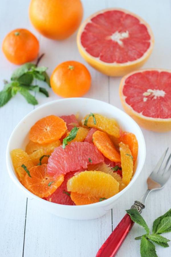 leichtes essen im sommer obst orangen grapefruits