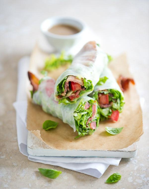 leichtes essen im sommer salat rolladen