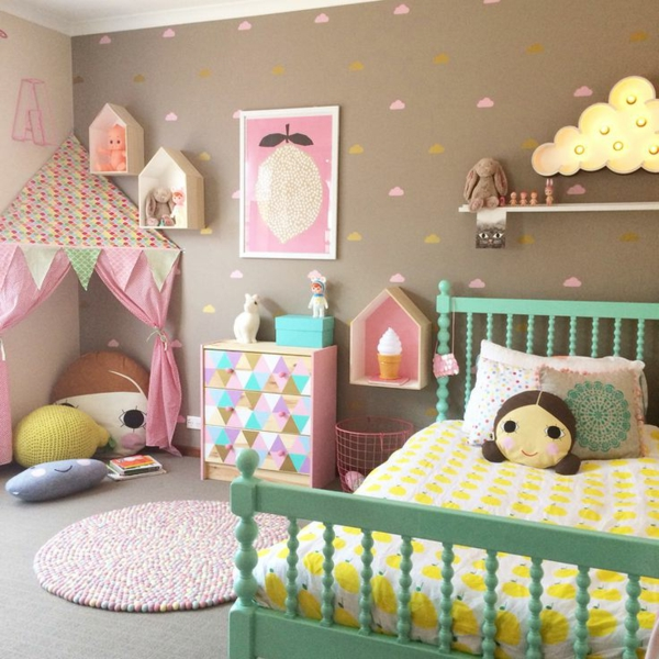 mädchenzimmer gestalten dekorieren grünes bett farbige wände