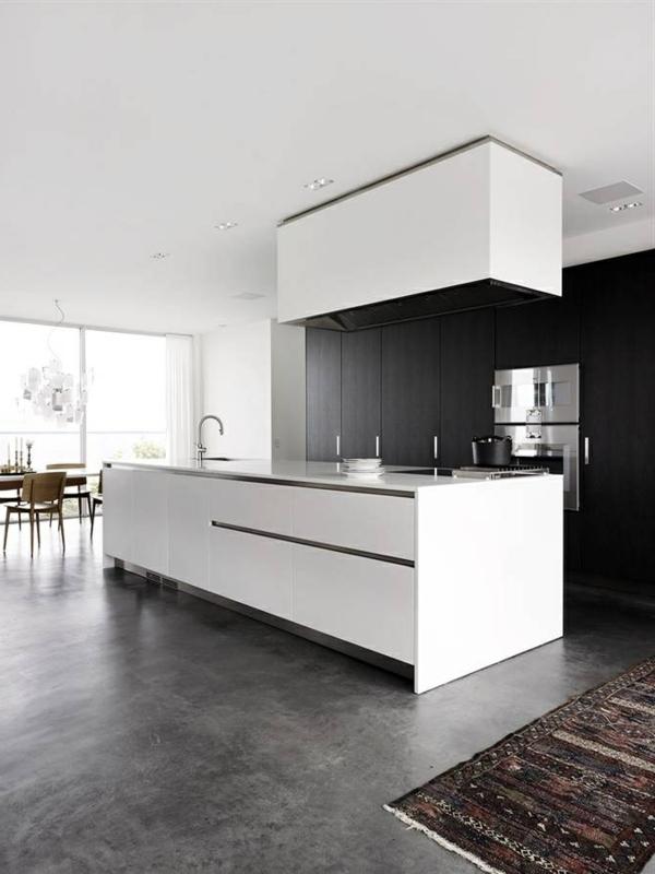 moderne küchen weiße kücheninsel teppichläufer geräumig