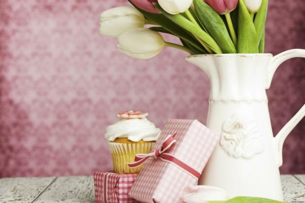 muttertagsgeschenke überraschungen tulpen cupcakes