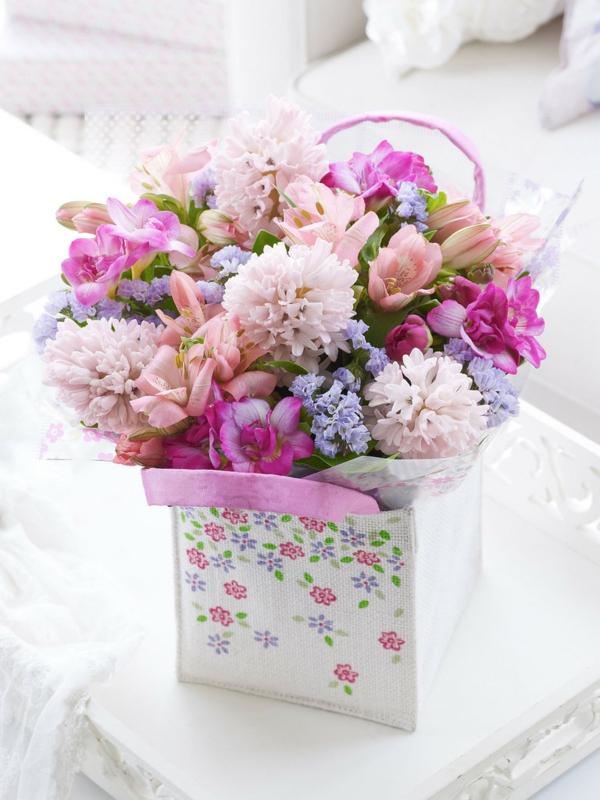 muttertagsgeschenke blumenstrauß frühlingsblumen