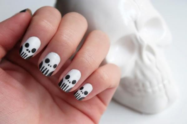nageldesign selber machen minimalistisch schwarz weiß totenköpfe
