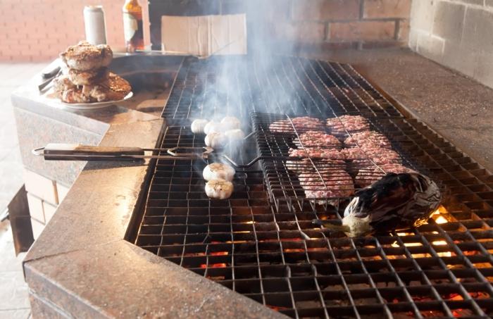 outdoor küche großer grill