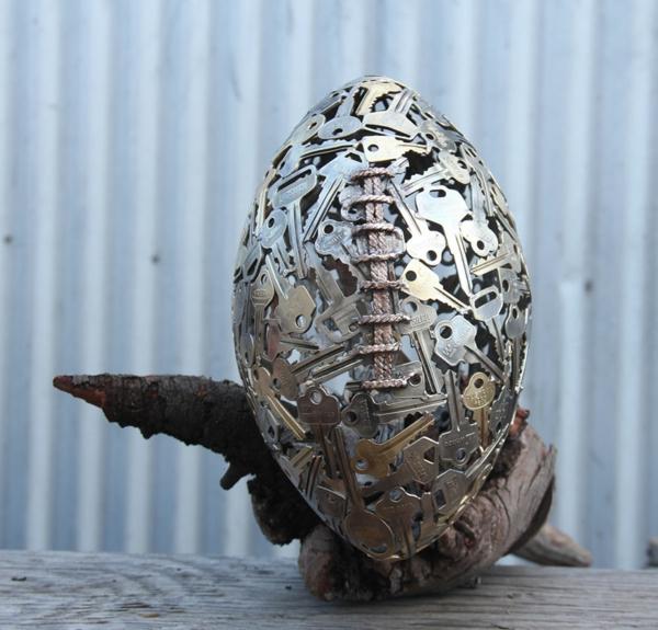 recycling basteln kunst alte schlüssel soccer ball