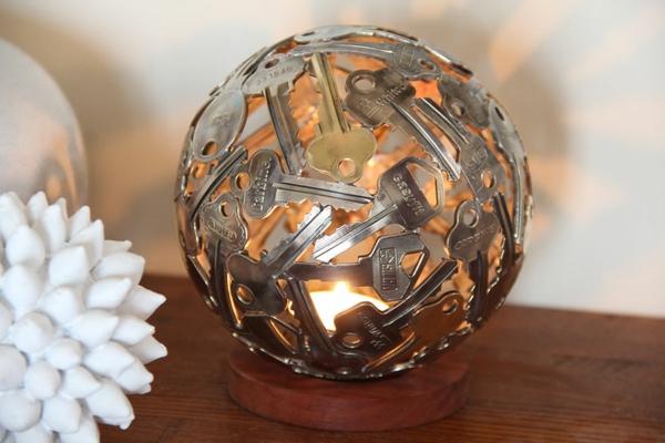 recycling basteln windlicht kugel alte schlüssel