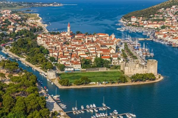 reise nach kroatien dalmatien stadt trogir