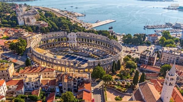 reise nach kroatien pula panorama römisches theater