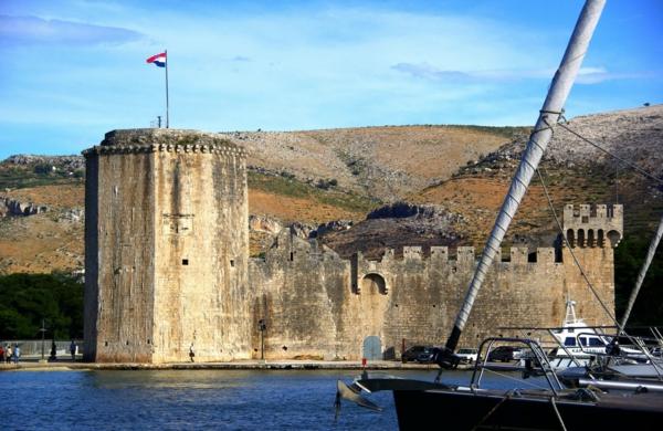 reise nach kroatien trogir dalmatien kamerlengo schloss