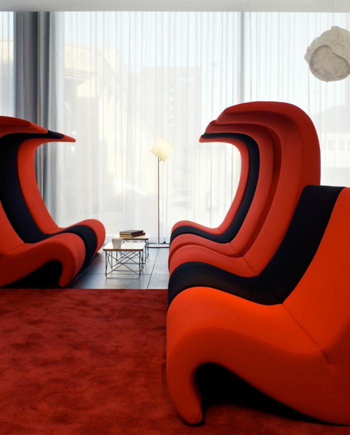rote sofas wohnzimmer ausgefallene möbel rot schwarz roter teppich