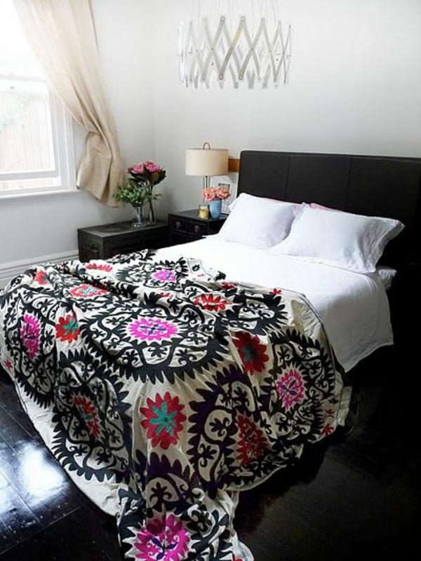 schlafzimmer design toller leuchter farbige bettwäsche