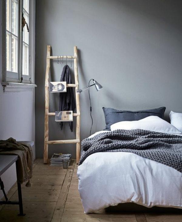 schlafzimmer einrichten schicker holzleiter oder nachttisch