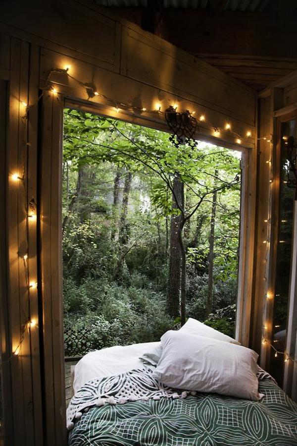 Traumhafte Schlafzimmergestaltung Mit Herrlicher Aussicht Lichterketten Deko Ideen Schlafzimmer