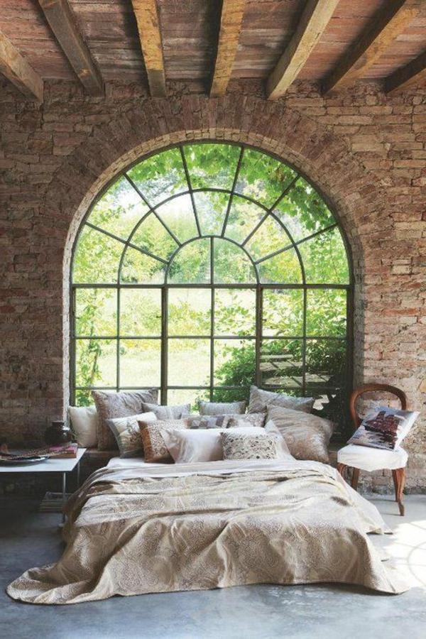 schlafzimmergestaltung wald aussicht ziegelwand panoramafenster