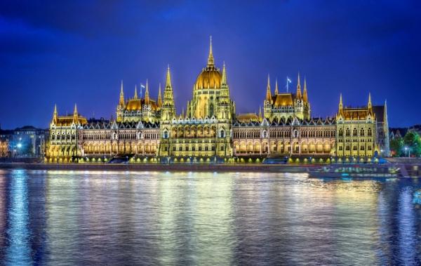 sehenswürdigkeiten budapest das parlament nachts