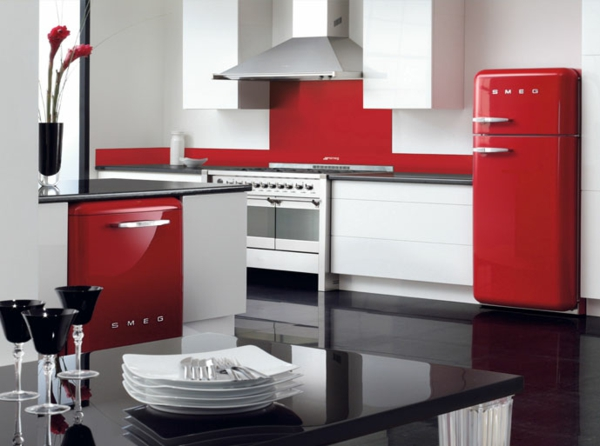 smeg kühlschrank moderne küche rot schwarz weiß