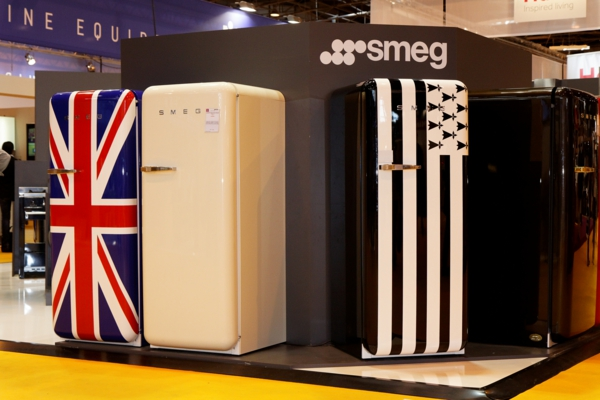 smeg kühlschrank retro farben ausstellung