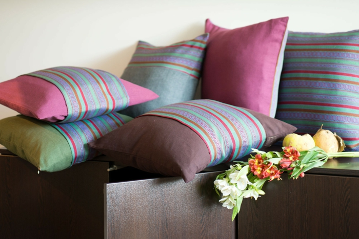 sofa kissen dekokissen kissenbezüge streifen muster