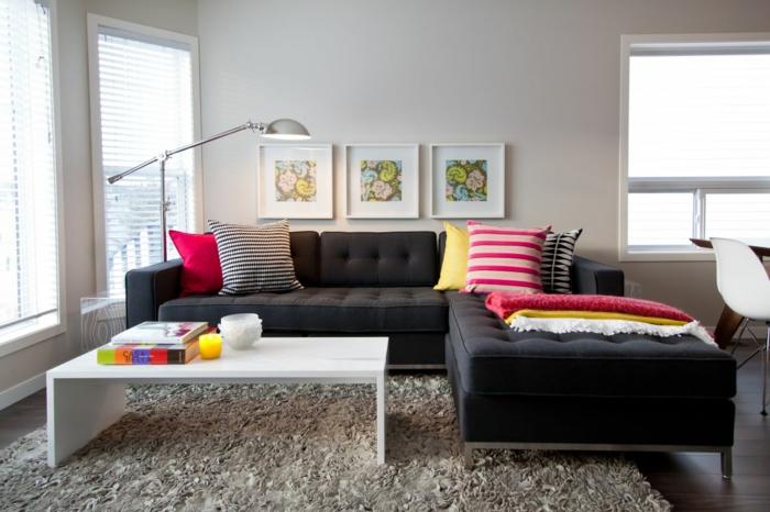 sofa kissen wohnzimmer dekokissen farbig dunkles sofa wißer couchtisch