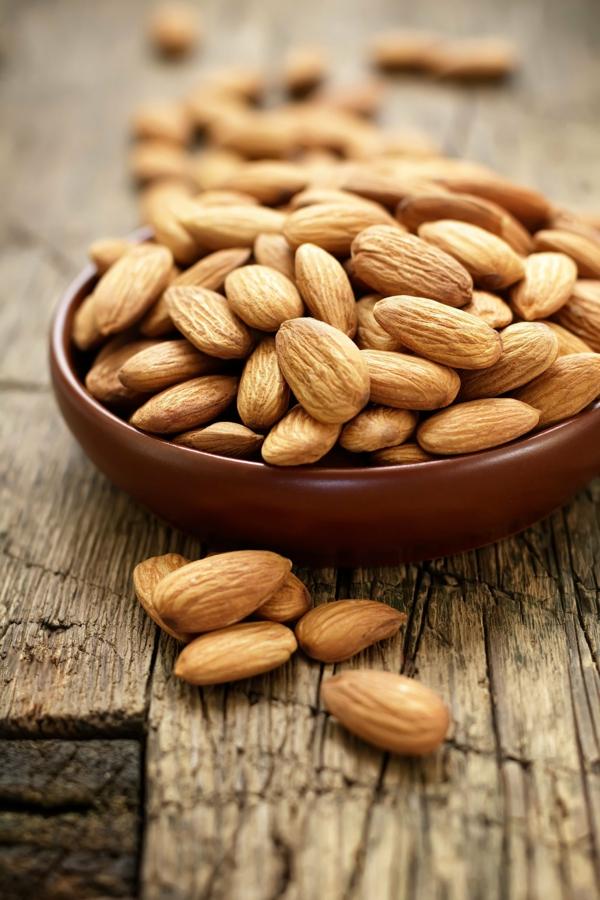 steinbock sternzeichen gesunde ernährung mandeln nüsse