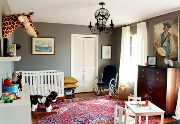 teppich babyzimmer farbiges muster hellgraue wandfarbe