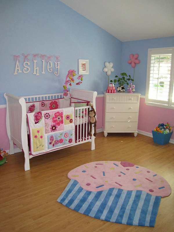 teppich babyzimmer lustiges design frische wandfarbe blau rosa